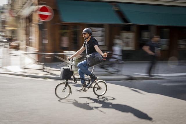 cyklista při jízdě na kole po francii